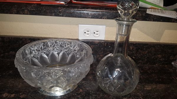 Excellent condition Crystal fruit bowl and decanter. Very heavy Tempe