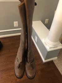 Brown boots size 8 Waldorf, 20601