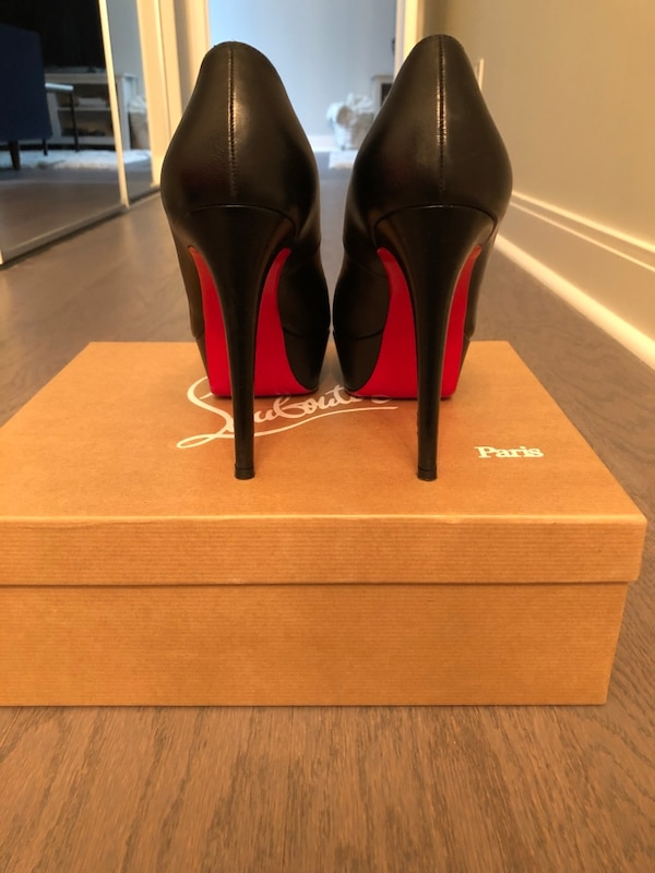 timeless design c2505 33f5c Black Leather Christian Louboutin Bianca Heels (Size 7.5)