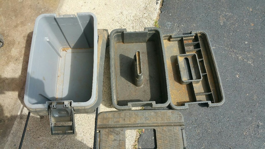 Photo Craftsman plastic rolling tool chest