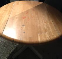 Dining table. Fold down sides - Size 40 inch diameter