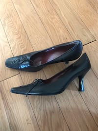 pair of black leather pointed-toe pumps Toronto, M6E 2S2