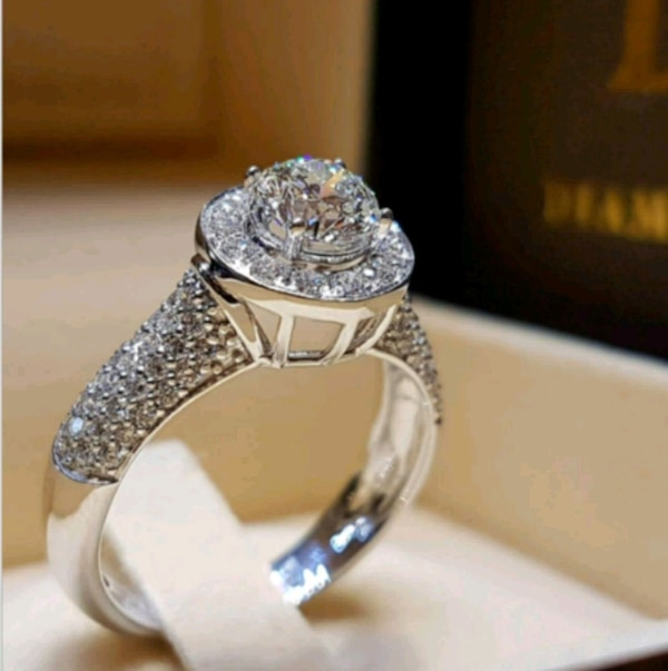 ***COCKTAIL/ENGAGEMENT RING*** 0dfbe937-35ce-4392-9f0b-9d8a37940154
