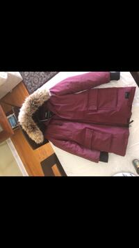 TNA Bancroft parka. Size large. Removable fur. Condition 9/10. Fur condition: 10/10 never used. Selling for $240. Keeps you warm up to -30 degrees. Toronto, M5V
