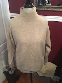 H&M turtleneck sweater size xs Oakville, L6H 1Y4