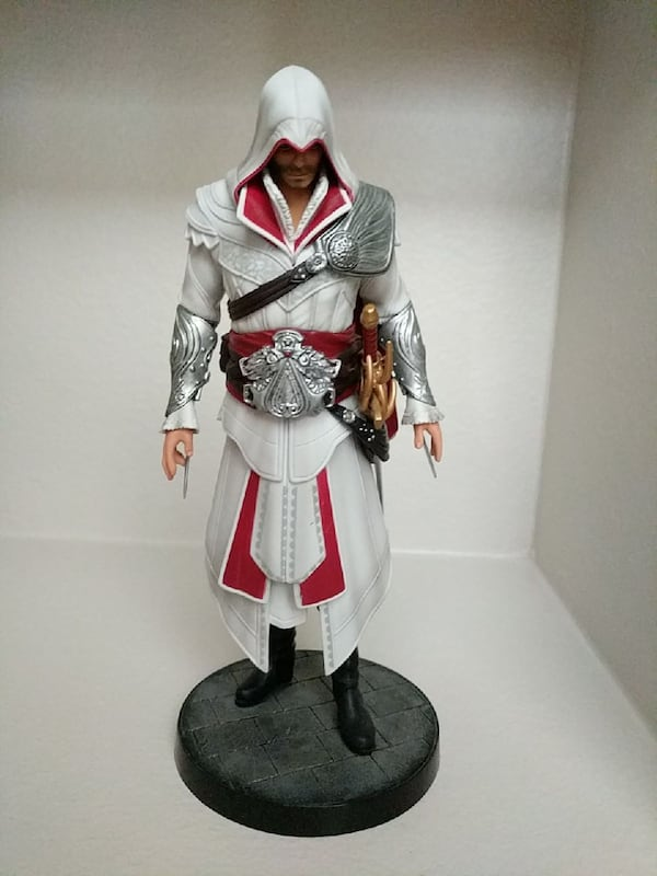 Used Assassin S Creed Brotherhood Deluxe Ezio Statue For Sale In