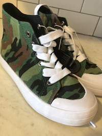 Kids camouflage sneakers high top size 1 Woodbridge Township