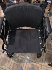Wheel chair with footrests