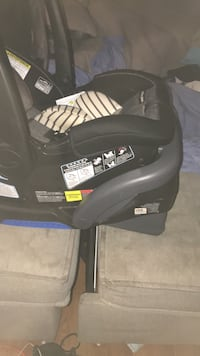black and gray car seat carrier Spring Valley, 10977