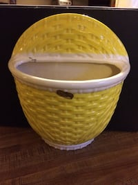 Vintage Hanger Pottery Mid Century Yellow Weave Wall Planter Whitefish Bay, 53217