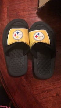 Pair of black-and-white nike slide sandals Oxon Hill, 20745