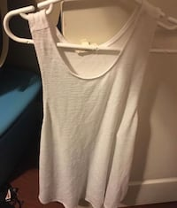 Women's Aritzia Wilfred flowy tank top size small Surrey, V3S 2E2