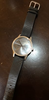 round gold-colored analog watch with black leather strap 馬卡姆, L3S 4H1