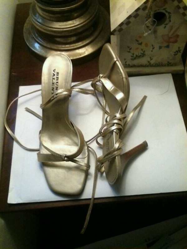 Women shoes 6M, pair of gold leather open toe ankle strap heels  b7f8854c-5920-470c-8173-34b33141df4a
