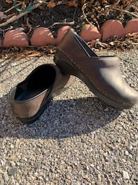 Dansko clog(Top brand and quality. Great condition. Size 38, 7.5-8) Ellicott City, 21043