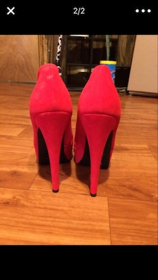 Red Pumps size 7