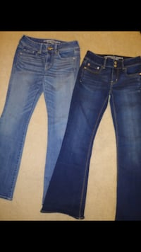Womens American Eagle jeans both size 4 $10 each or both for $15 WASHINGTON