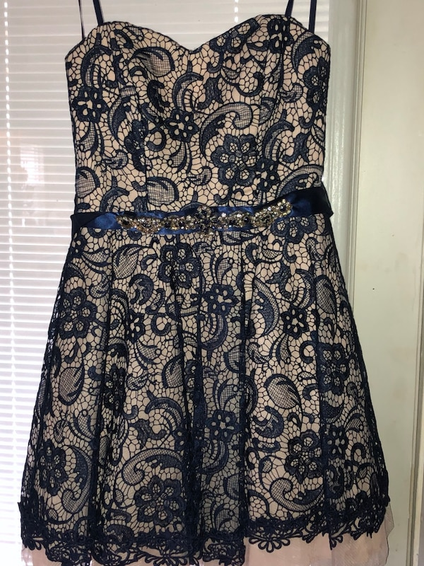 Blue and white strapless floral dress 72e4f7cd-7722-439d-9f93-40f7b931f7e7