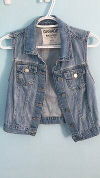 blue denim button-up vest Kirkland, H9H 3R7
