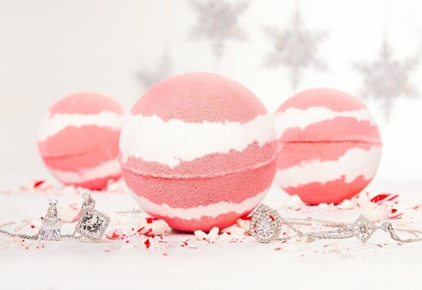 Charmed Aroma Candy Cane Necklace Bath Bomb