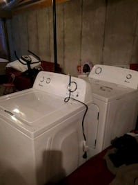 white  washer and dryer set Fort Saskatchewan, T8L 4P4