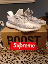 pair of white Adidas Yeezy Boost 350 on box Courtice, L1E 3H2
