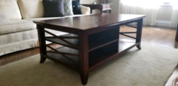 Wooden coffee table 93abc255-2b6b-48cf-aac3-417ee880603f