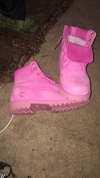 pair of pink Timberland work boots 33 mi