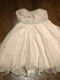 Formal Dress for girls Size 3 Color Gold In a very good condition  Used three times  Montréal