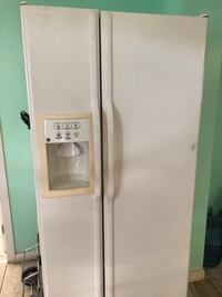 White side-by-side refrigerator with dispenser West Palm Beach, 33417