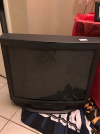 Sony Heavy Tv works great bought new tv don't need anymore  Highland, 92346