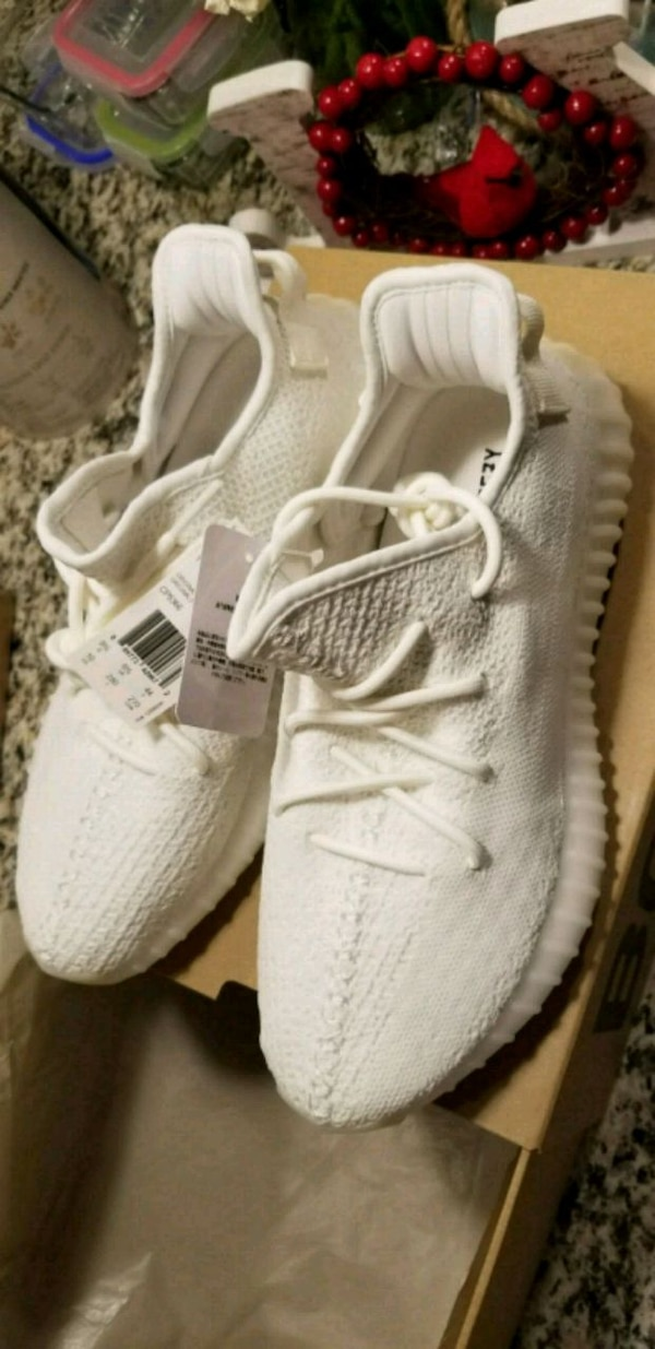 finest selection 71bb3 ede45 YEEZY Boost 350 V2 Cream/Triple White Size 10