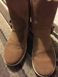 Uggs boots size 4 excellent condition Montréal, H3A 0C9