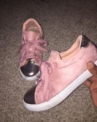 Pair of pink leather shoes  Oxon Hill, 20745