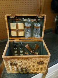 Wicker wood picnic basket.  NO PLATES!!! Frederick