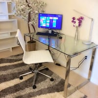 Modern glass table for Sale. Serious buyers only! Sunrise, 33323