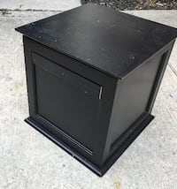 Hideaway storage box with lift off top / size 20 x 20 x 20 Columbus