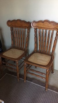 two brown wooden windsor chairs Hagerstown, 21740