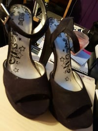 High heels size 9 Airdrie, T4B 1E2