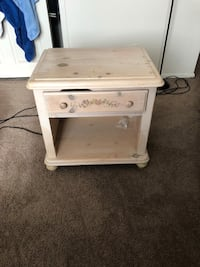 white wooden 2-drawer nightstand 47 km