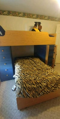 Twin bunk bed with desk Overland Park, 66223