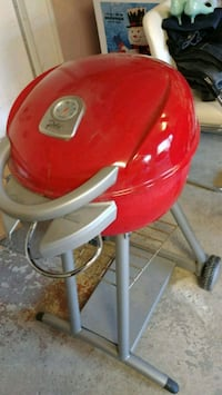 red and white electric kettle Laval, H7X 3E4
