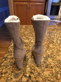 Pair of gray suede chunky heeled boots Kent, 98030