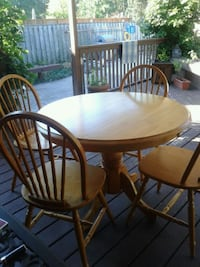 Table and 4 chairs  London, N5X 2T6
