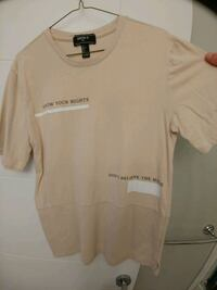 Forever21 MensT-Shirt Size Small(fits more like M) Burnaby, V5E 1A1