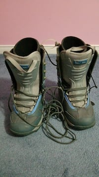 Brand new snowboarding boots. Size 7