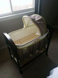 baby's white and brown bassinet Kingston, K7P
