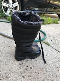 Winter boots (Almost new) Herndon, 20171