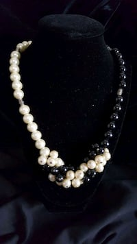 white pearl beaded necklace with earrings Covina, 91722