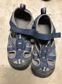 Kids keens closed toed sandles size 1 &12